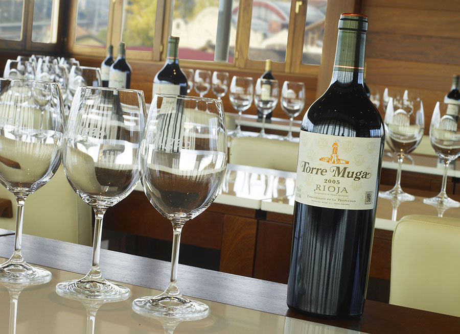 Tour + Introductory course in Wine Tasting